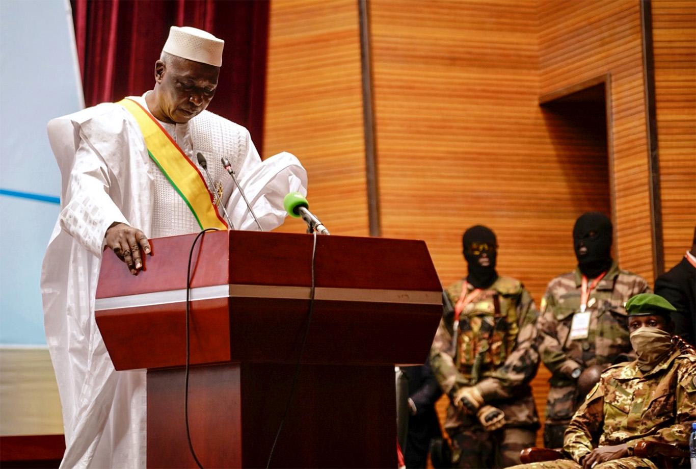 Mali, Bah N'Daw prend fonction | 7info